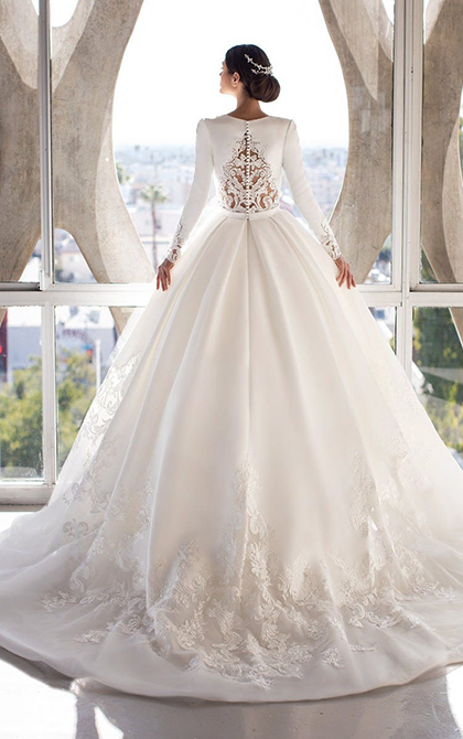 Princess dress in mikado with V-neck and long sleeves